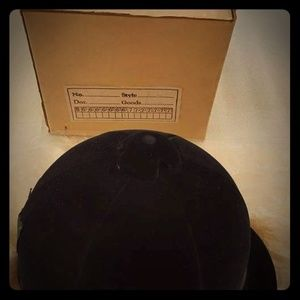 Vintage 1960s English black velvet riding cap NWOT